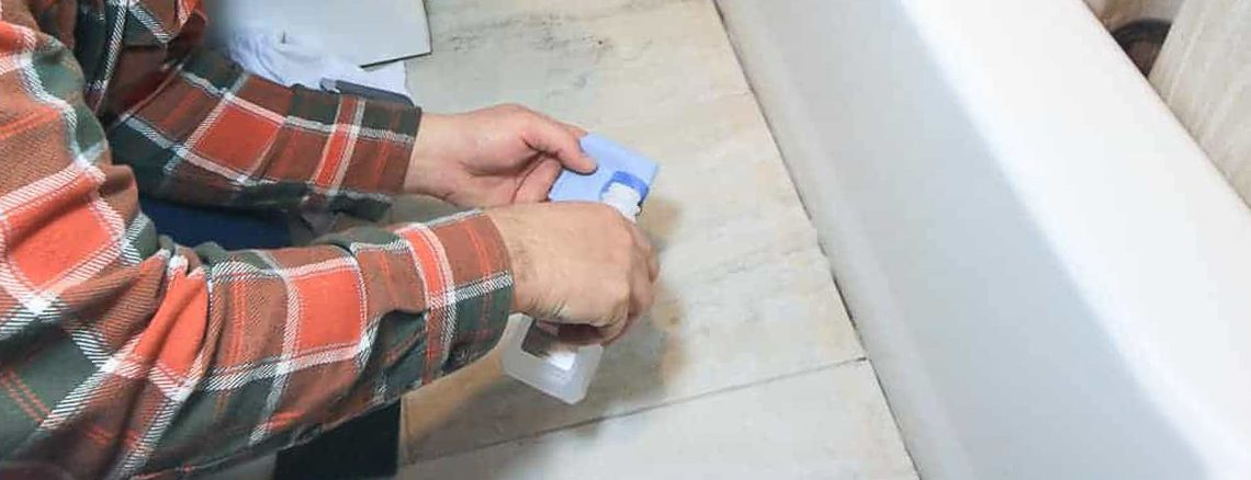 How-to-Clean-and-Whiten-Caulk