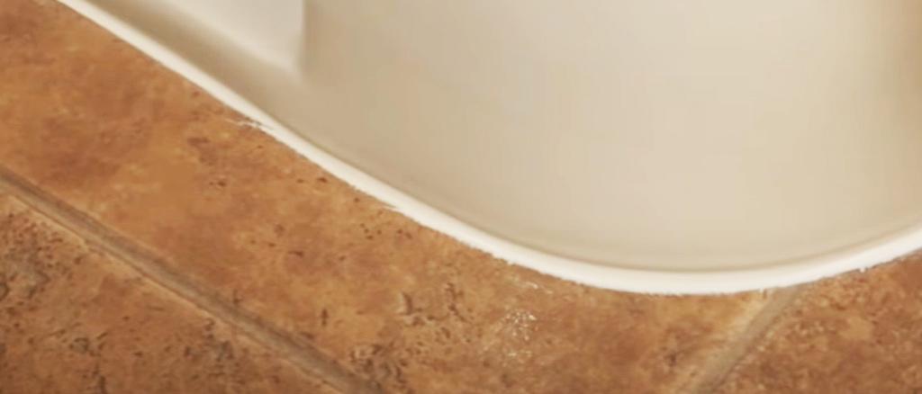 Should-you-caulk-around-your-toilet